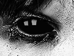 Kostüm selber machen - Schwarze Kontaktlinsen