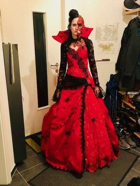 maskerix - Halloween Foto Contest 2018 - Zombie Kostüm rot selber gemacht