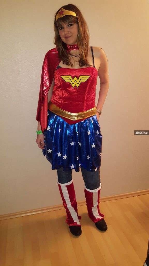 maskerix - Karneval-Foto-Contest 2019 - Wonder Woman Kostüm selber machen